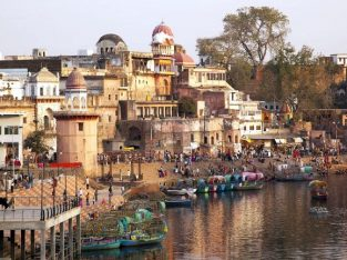Top 10 Tourist Places to Visit in Madhya Pradesh